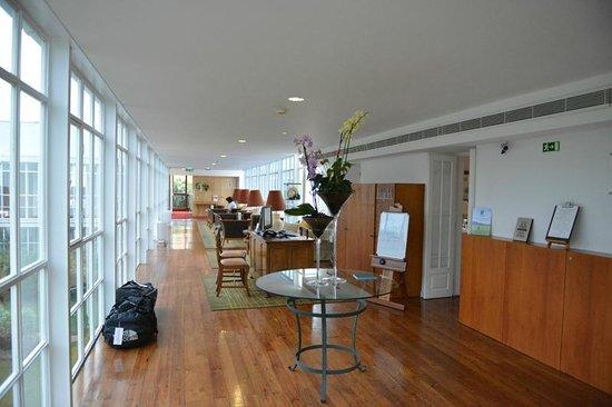 PortoBay Serra Golf: Холл перед рестораном