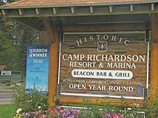Camp Richardson Resort: Entrance to Camp Richardson
