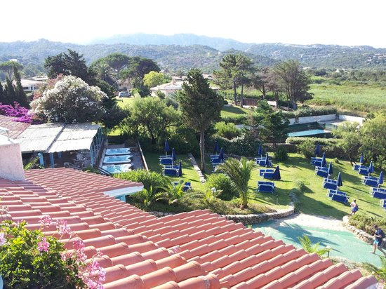 Park Hotel Resort : terrazza bar con le vasche idromassaggio ed il solarium sul prato