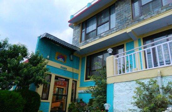 Mukteshwar Himalayan Resort: Entry