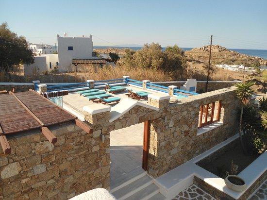 Maganos Apartments: vue sur la piscine depuis notre chambre