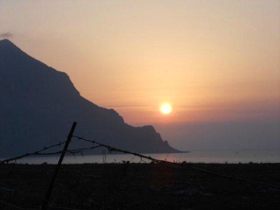 Pineta sul Mare: Monte Cofano al tramonto