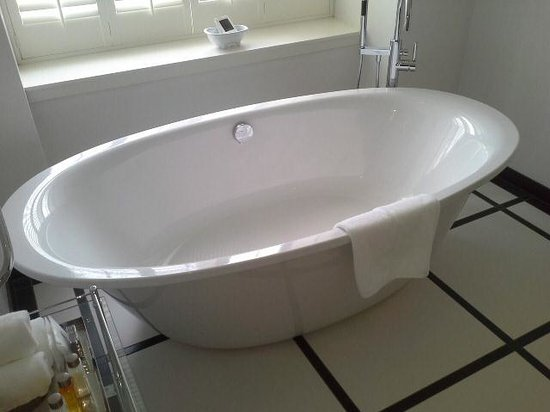 Trump Turnberry, A Luxury Collection Resort, Scotland : tub 4 2