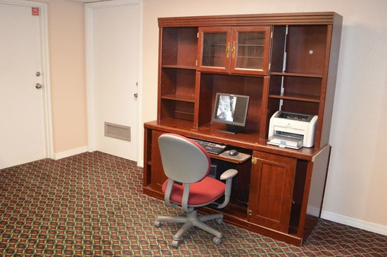 Motel 6 Tampa - Fairgrounds : Guest computer work station.
