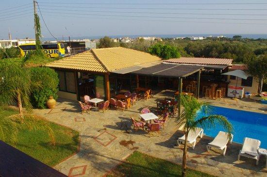 Petros Village : swiming pool bar