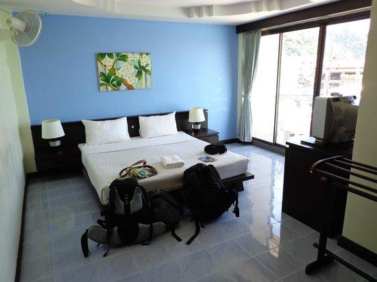 J. Hotel : Habitación