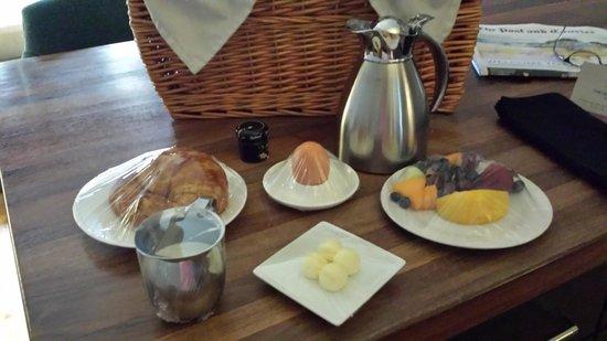 The Restoration : Picnic Breakfast