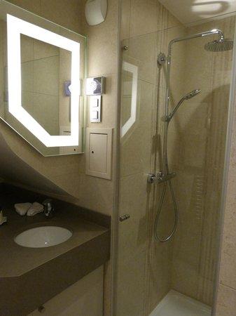 Le Relais des Halles: Bathroom