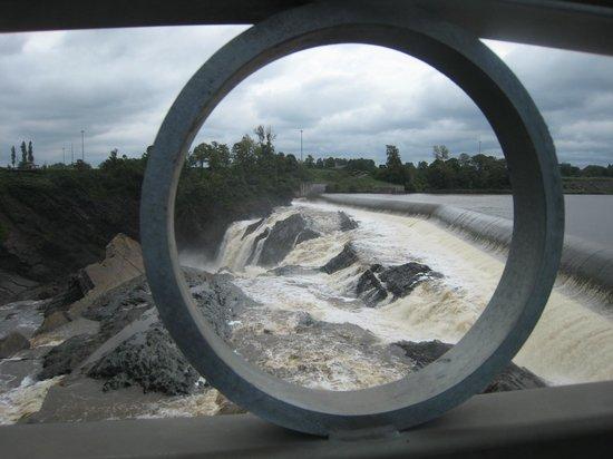 "Chutes Chaudiere : A ""Bird's Eye View"" of Chaudiere Falls!"