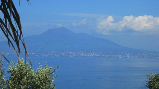 Villa Ketty Resort: View of the Vesuvius from hotel terrace