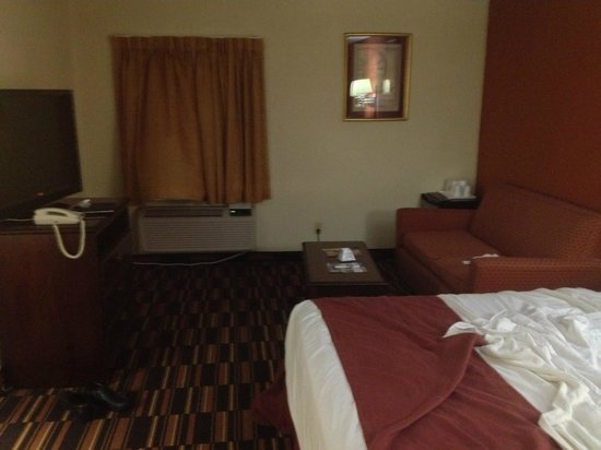 Americas Best Value Inn @ Newark Airport: Spacious room