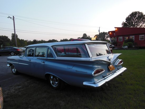 Skaneateles Suites: A car show every Monday evening in the summer