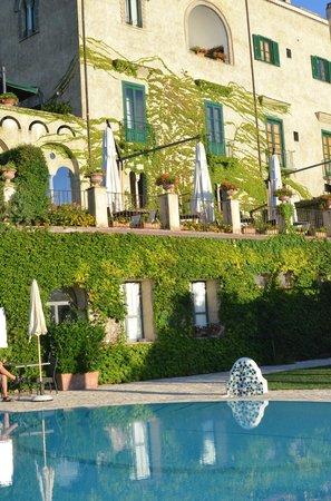 Villa Cimbrone Hotel: pool and villa view
