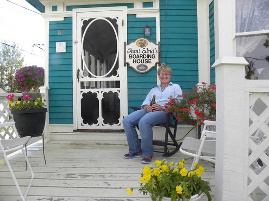 Little Bay Islands, Kanada: hostess with the mostest waiting to greet her guests!