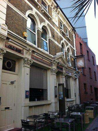 The Old Ship Inn : Exterior