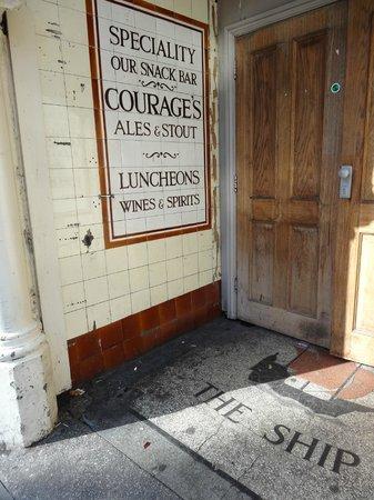 The Old Ship Inn : Doorway