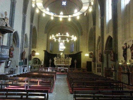 Abbaye de Caunes Minervois: l'église