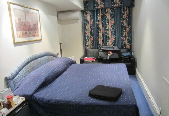 Hotel La Place: The Basement Room