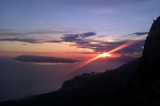 Pansion Ivana: Sunset, mountain Biokovo & Restaurant