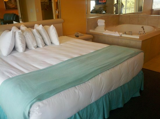 Bedroom With Jacuzzi Picture Of Westgate Town Center Resort Spa Kissimmee Tripadvisor
