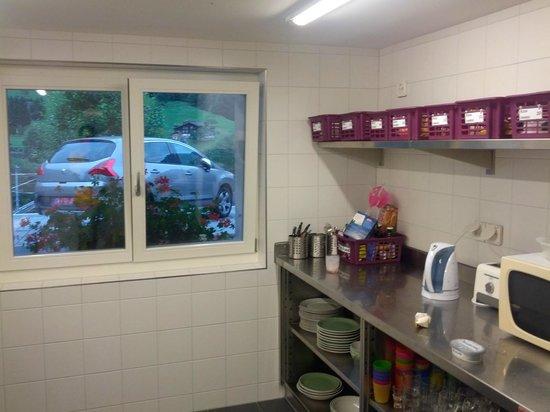 Valley Hostel: Kitchen in annex building