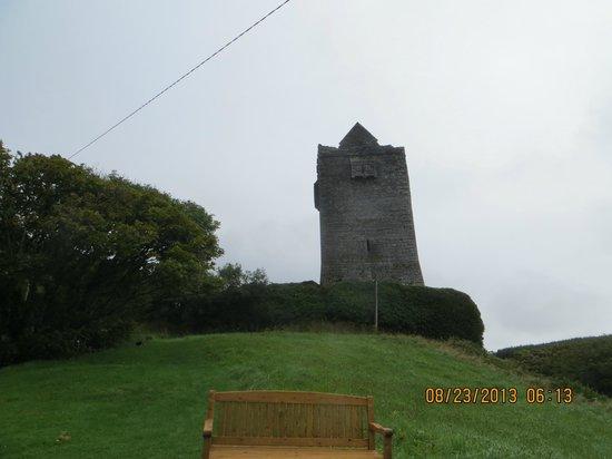 Ballinalacken Castle Country House: castle ruins