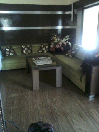 Hotel Balaji Residency: hotel lobby, reception area