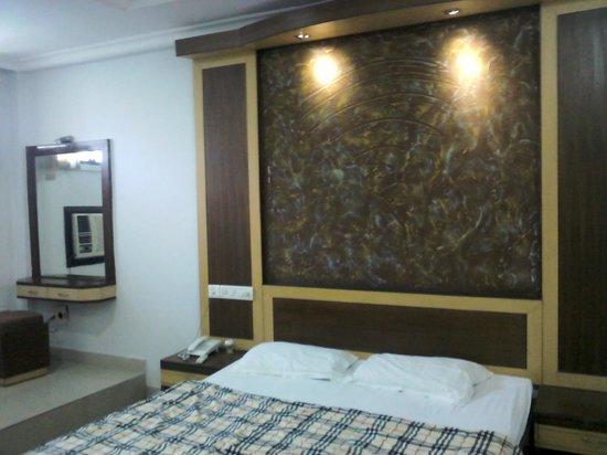 Hotel Balaji Residency: deluxe a/c room