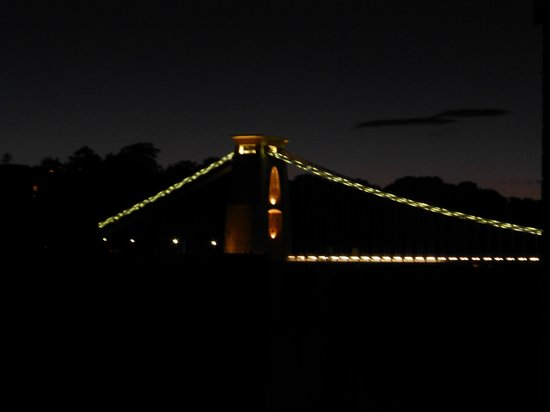 Avon Gorge Hotel: View of Clifton bridge at night from room