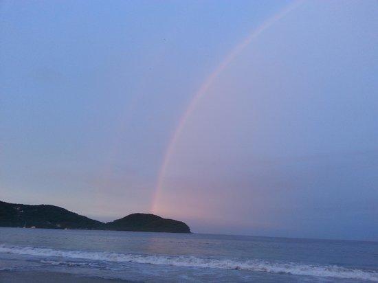 Playa la Ropa: amanecer colorido