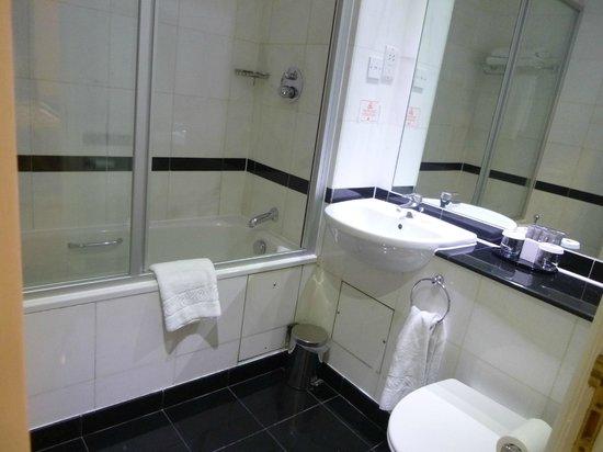 Grange Portland Hotel: The bathroom...