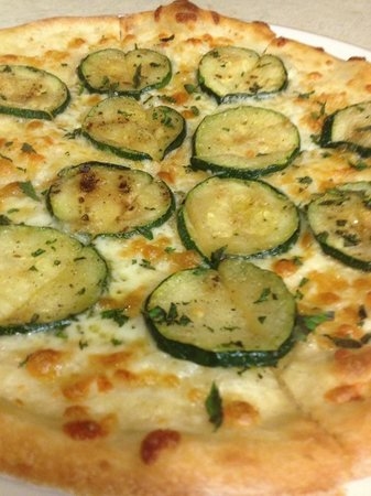Luigi's Restaurant : A pizza!!