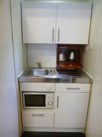 Grange Portland Hotel: Very handy kitchenette...