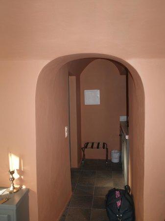 Zannos Melathron Hotel : vers le compteur, le réfrigérateur et le ballon bruyants