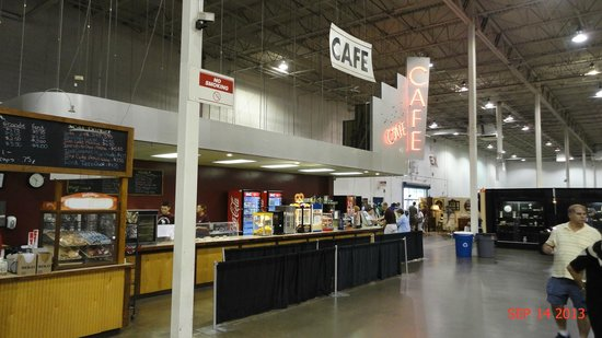 ‪‪Chantilly‬, فيرجينيا: Food Court inside the Dulles Expo Center‬