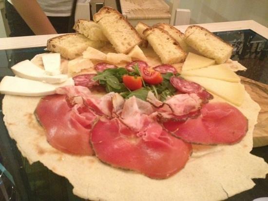 INU Sardinian Wine Bar : Pitticcheddu!