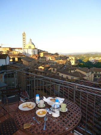 I Terzi di Siena: Vista sobre Siena desde el balcón
