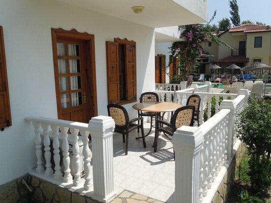 Beyaz Villas: A ground floor room terrace