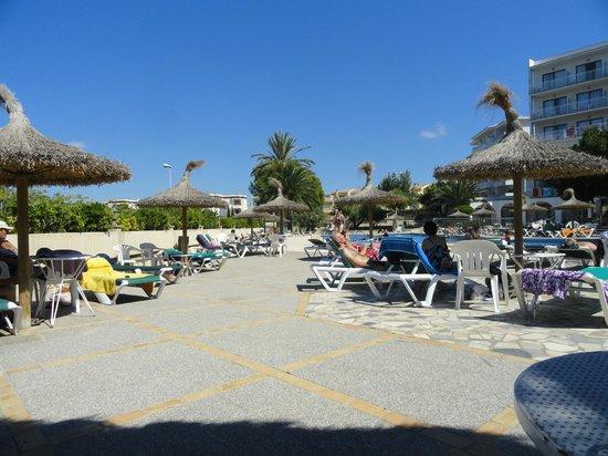 Hotel y Apartamentos Casablanca: pool area
