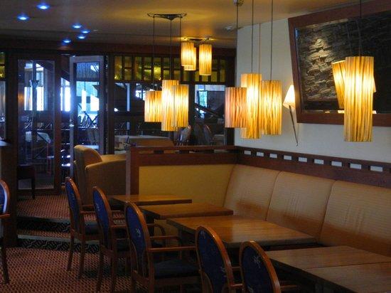 Finlandia Hotel Kumpeli: лобби-бар
