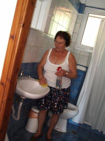 Joanna Hotel Apartments: Bathroom