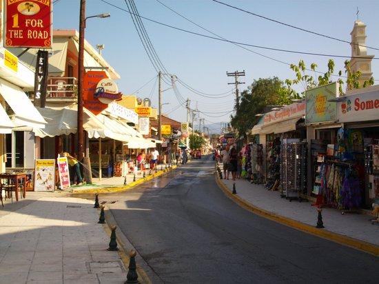 Joanna Hotel Apartments: Sidari main Street