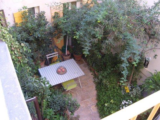 Hermitage de Saint-Antoine: Inner courtyard / breakfast area