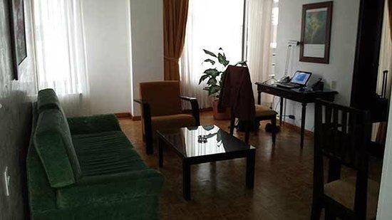 Aparta Suite Torre Poblado: living area