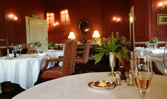 Glenapp Castle: Evening dining room