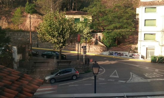 Hotel Rosaleda del Mijares: Vistas desde la habitación (vistas al pueblo)