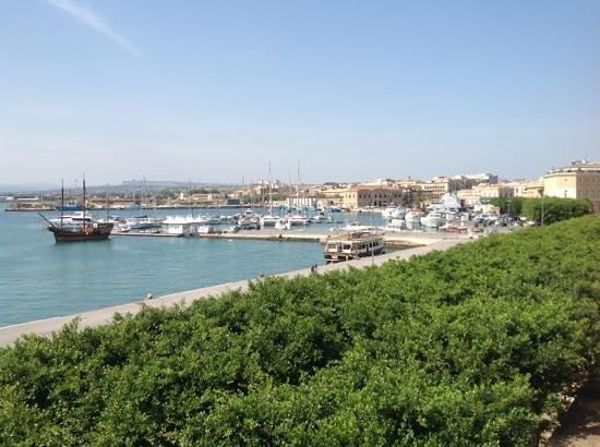 Grande  Albergo Alfeo: город