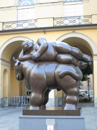 Opera B&B : Botero statue across the street from the entrance