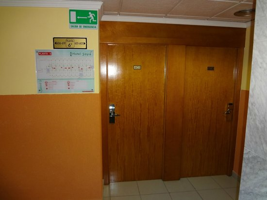Hotel Joya: Дверь из коридора