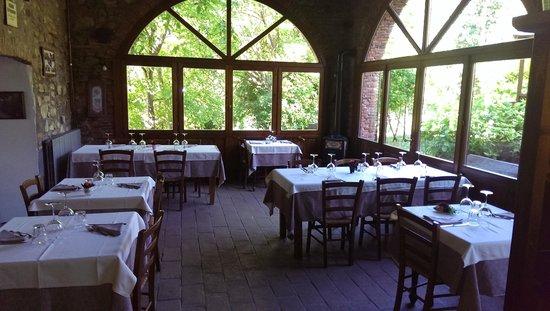una delle sale da pranzo - Picture of azienda agricola savoldi, Scanzorosciate - TripAdvisor